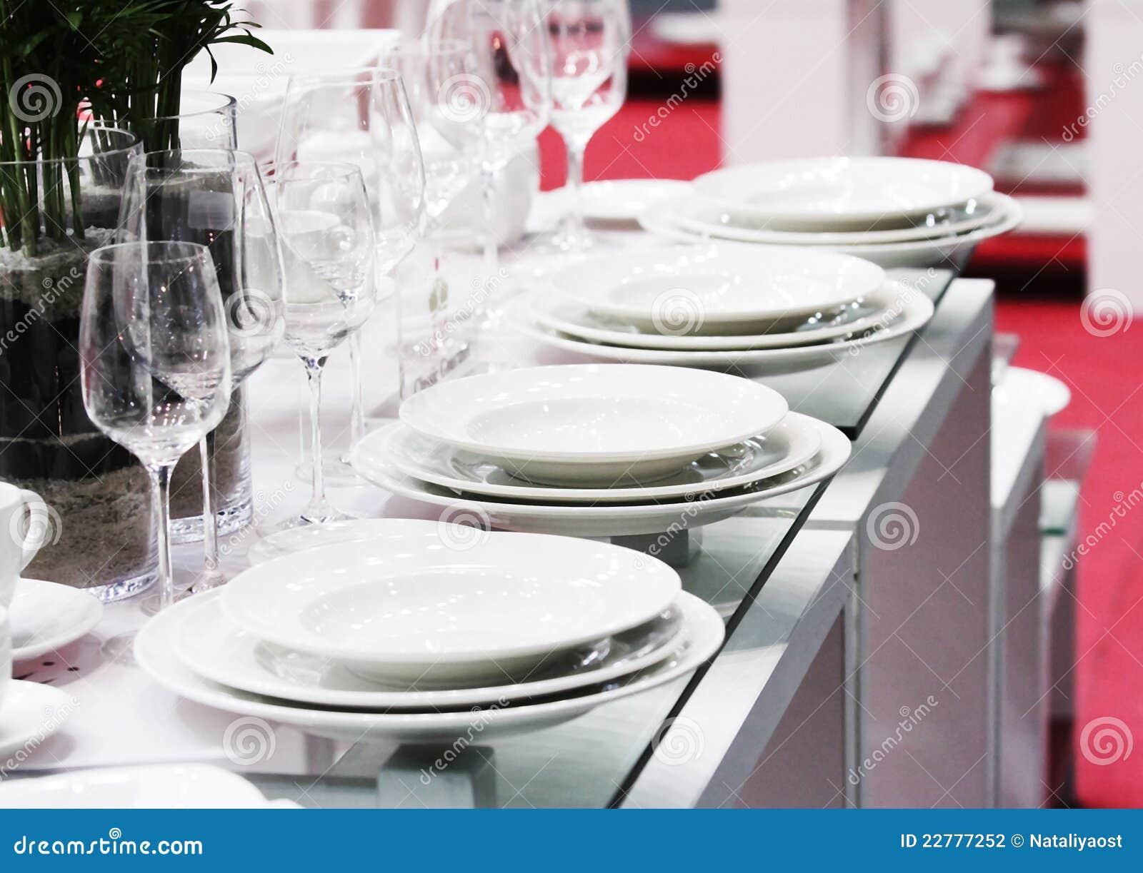 Полный набор белых стекел изделий и стекла