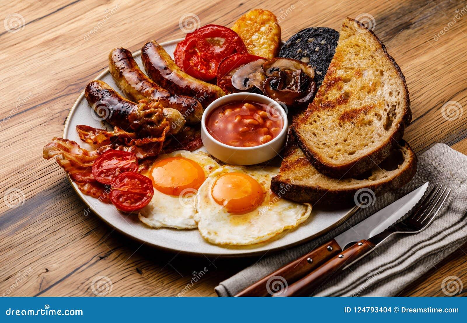 Полный фрай вверх по английскому завтраку с яичницами, сосисками, беконом