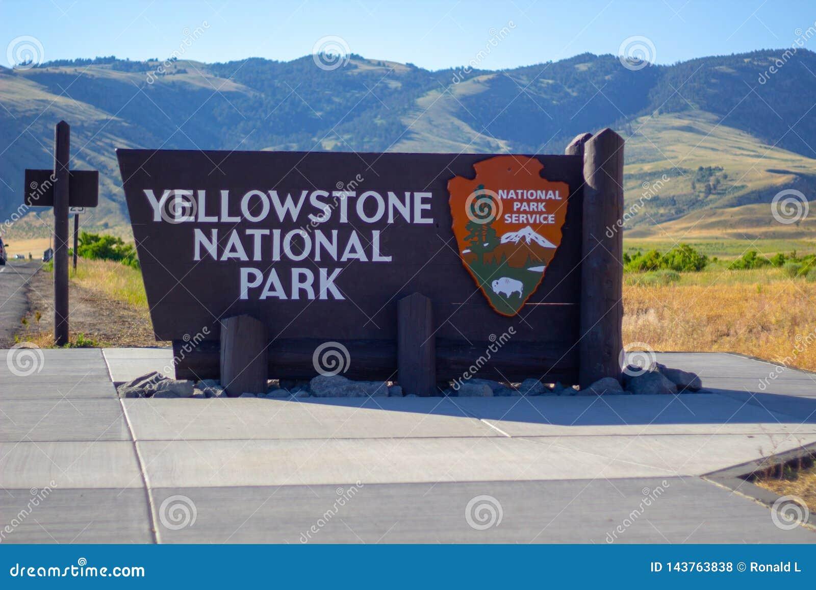 Положительный знак на национальном парке Йеллоустон