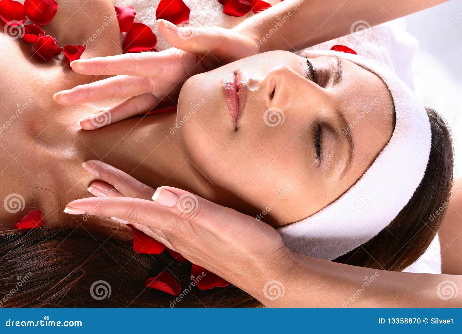 Девушки модели массаж девочка секс видео массаж