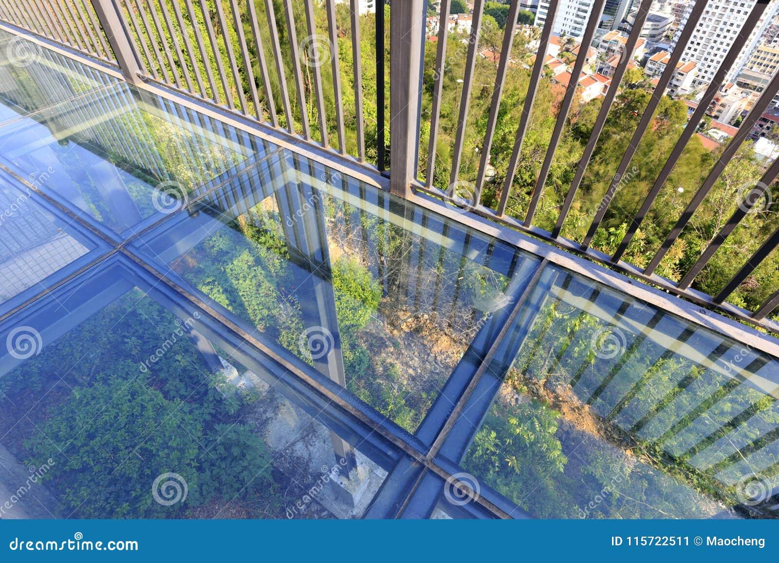 Пол балкона прозрачный стеклянный, саман rgb