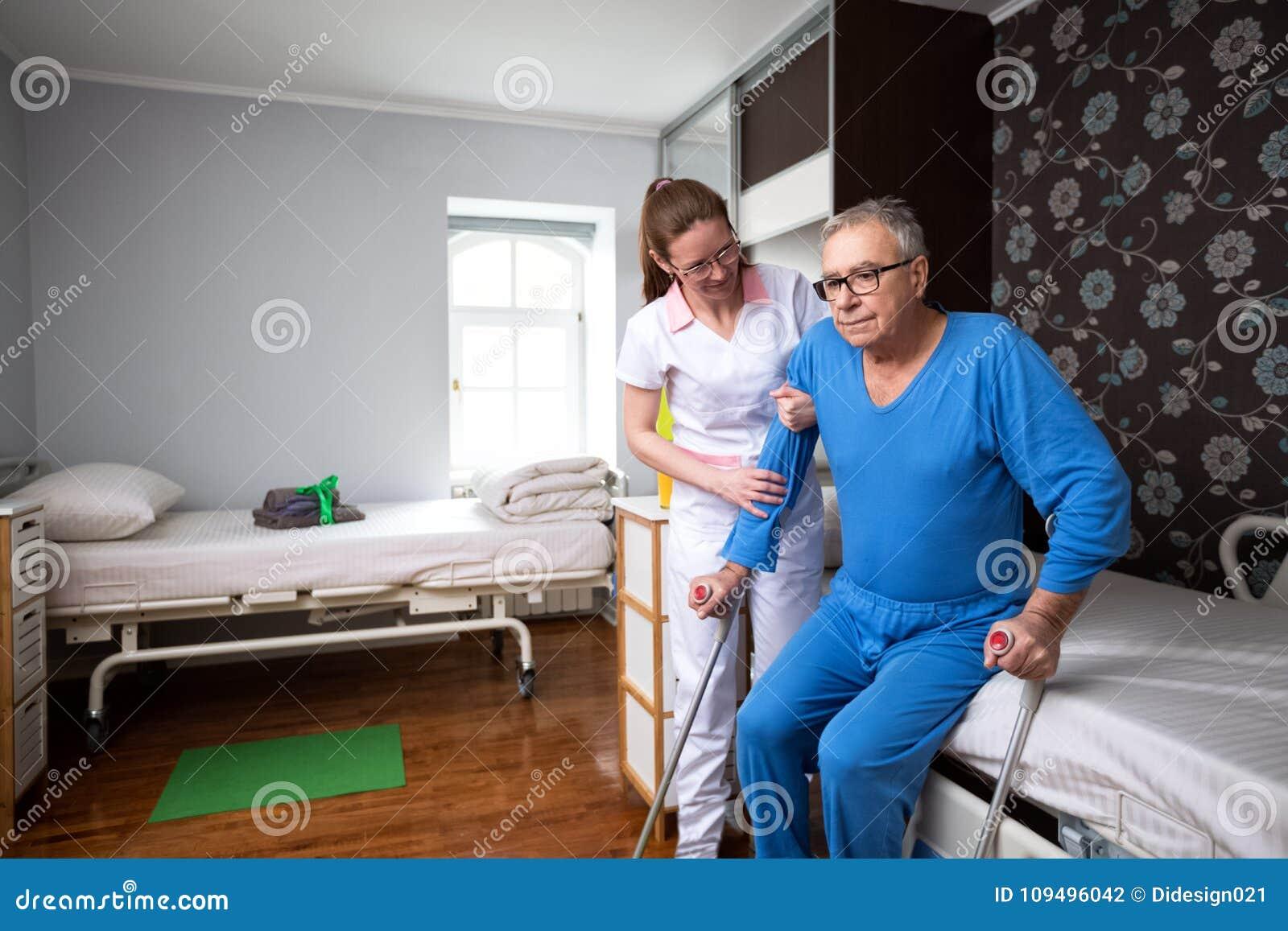 как определить человека в дом престарелых в москве
