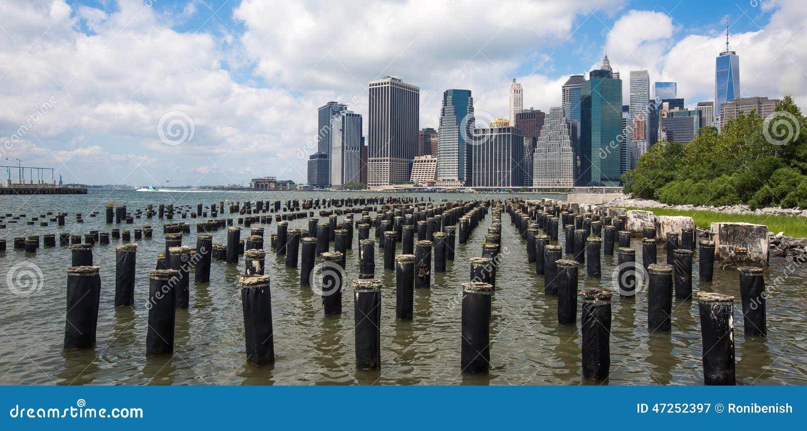 Понизьте горизонт Манхаттана, Нью-Йорк, Америку