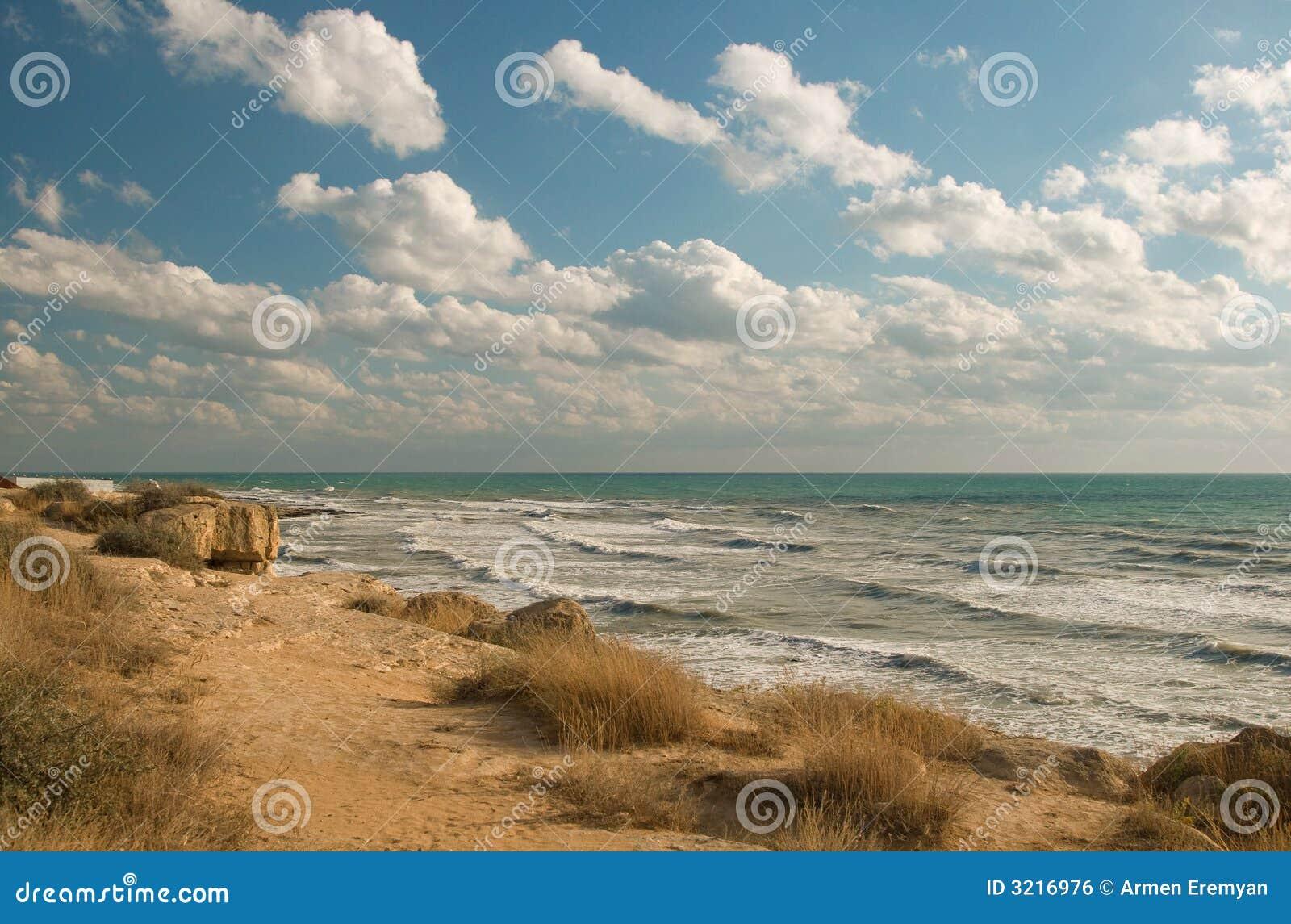 поплавайте вдоль побережья море