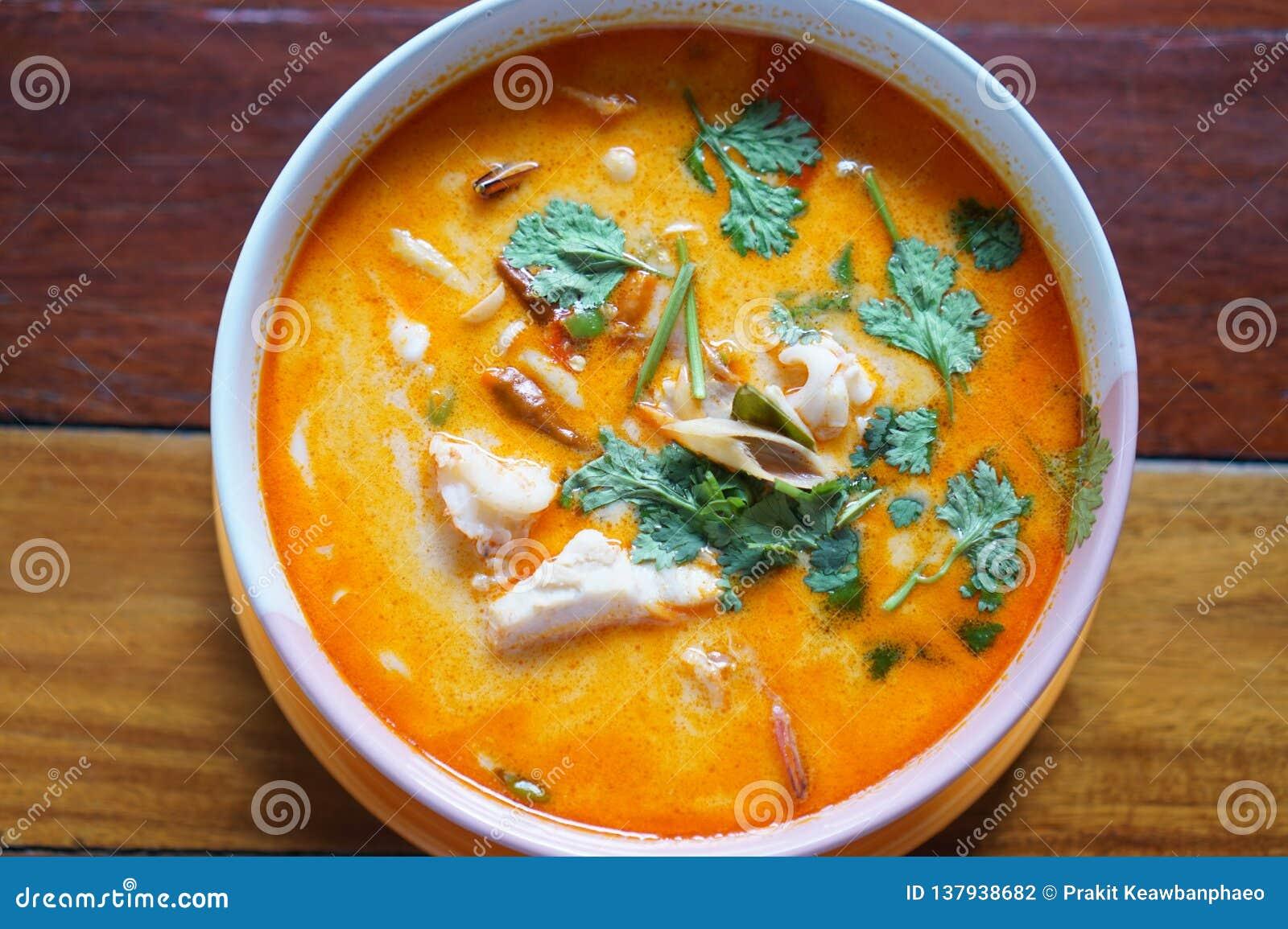 Популярный в Таиланде Том yum имеет свое начало в Таиланде В последние годы, Tom yum был популяризован по всему миру