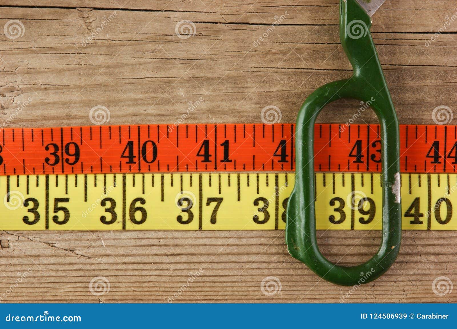 Портновский метр и ножницы