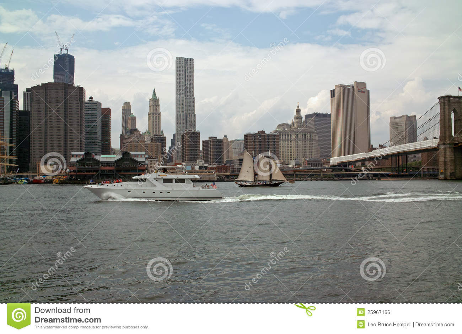Портовый район на парке New York Бруклинского моста