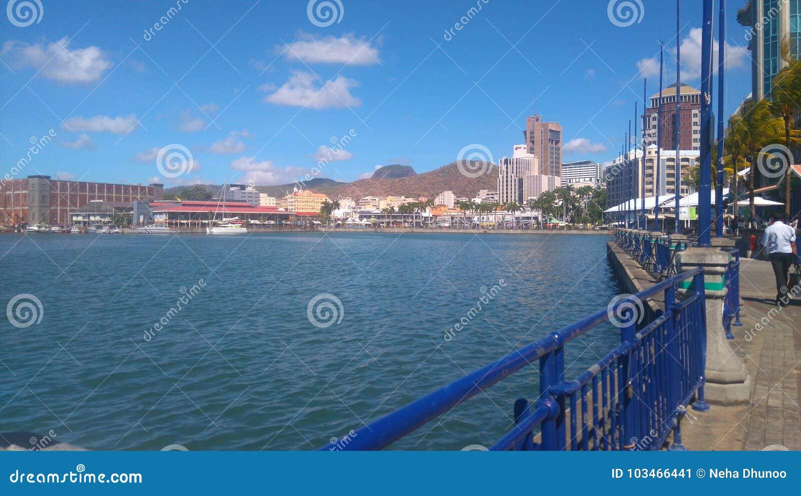 Портовый район Caudan & x28; Mauritius& x29;