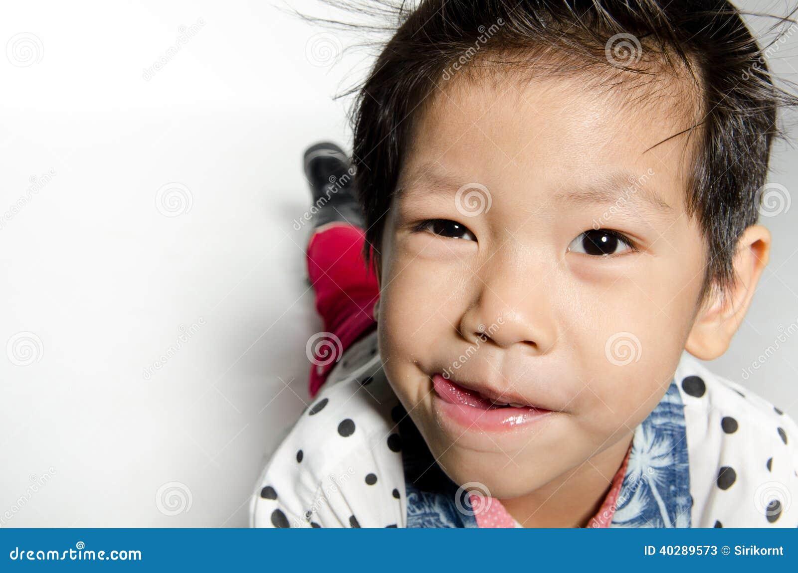 Портрет азиатского милого мальчика