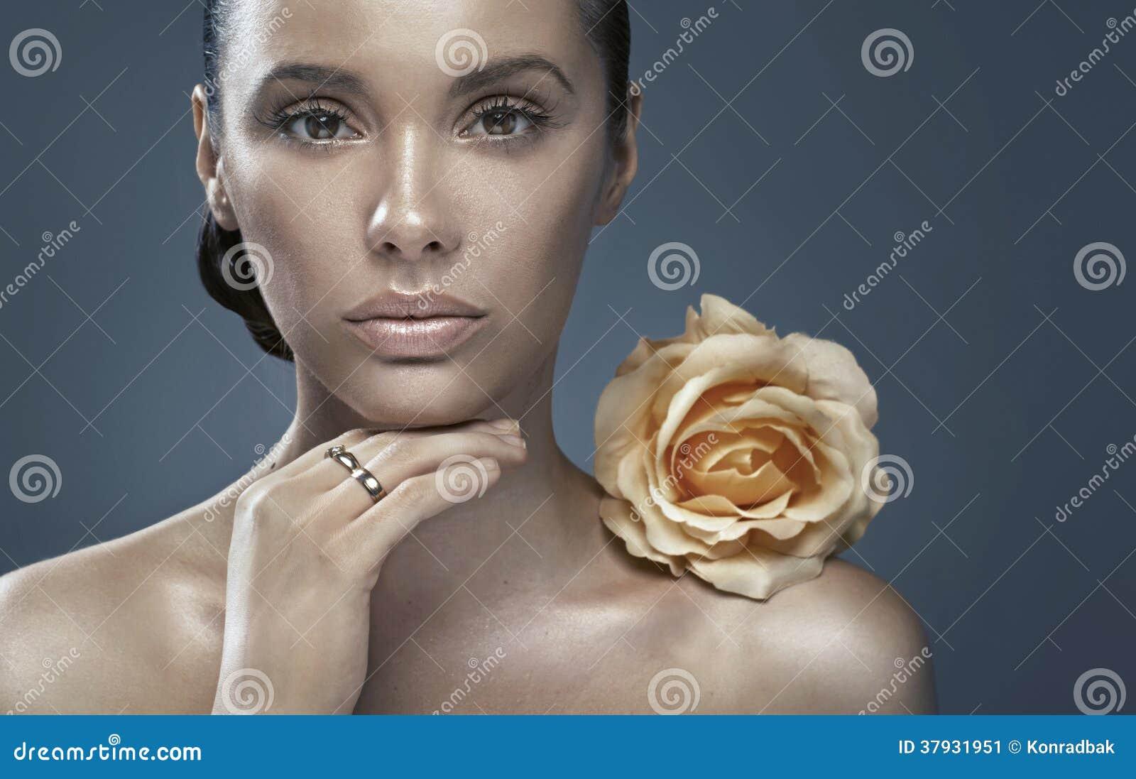 Портрет дамы с темным цветом лица