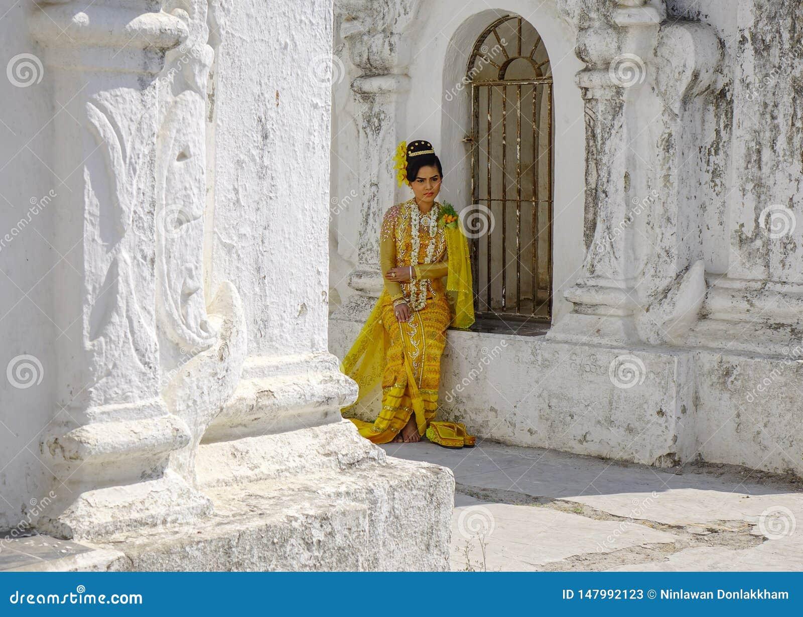 Портрет бирманской женщины