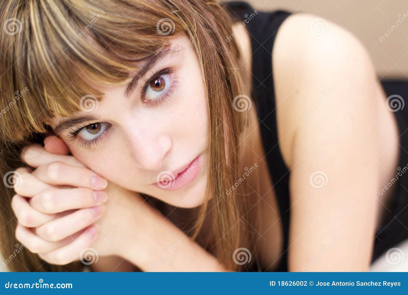 фото девушки задумчивые