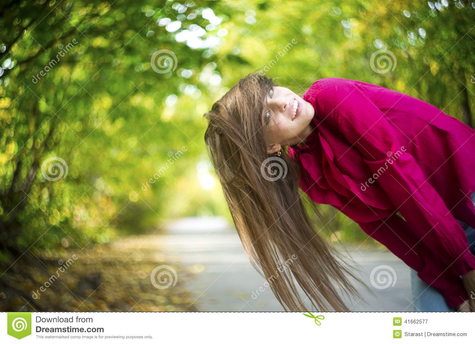 Портрет девушки красоты лета
