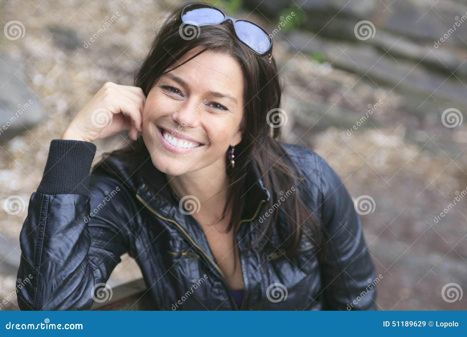 скачать фото красивых женщин за 30.