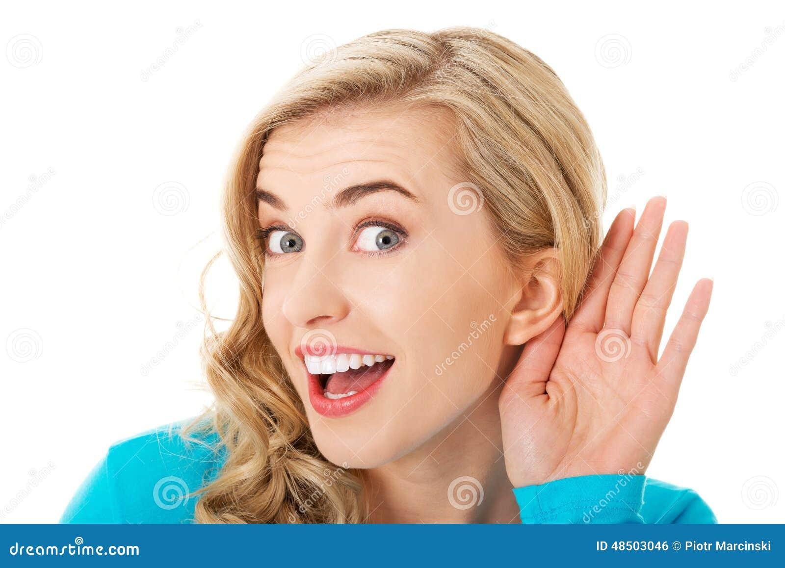 Портрет женщины подслушивая переговор