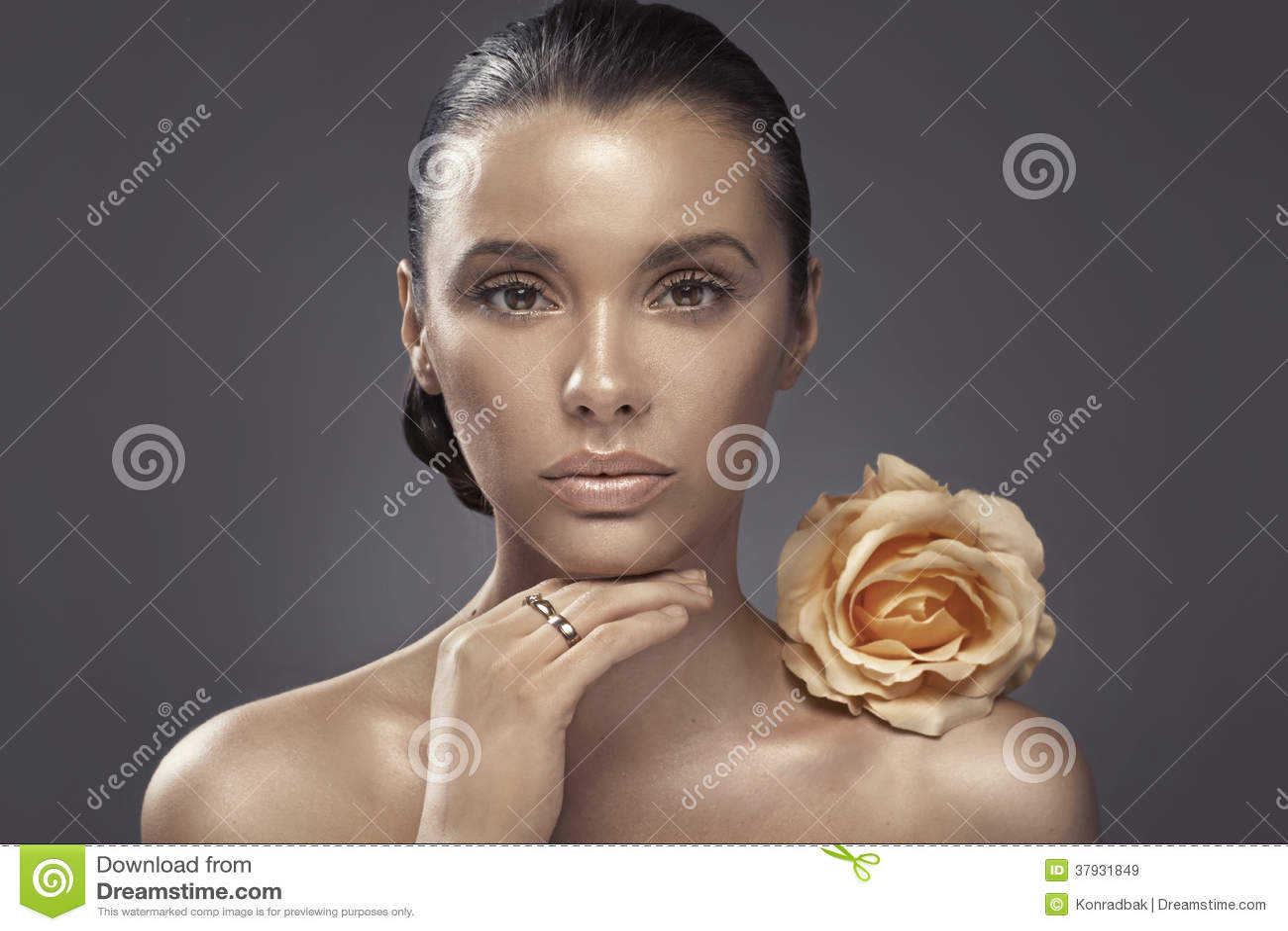 Портрет женщины с темным цветом лица