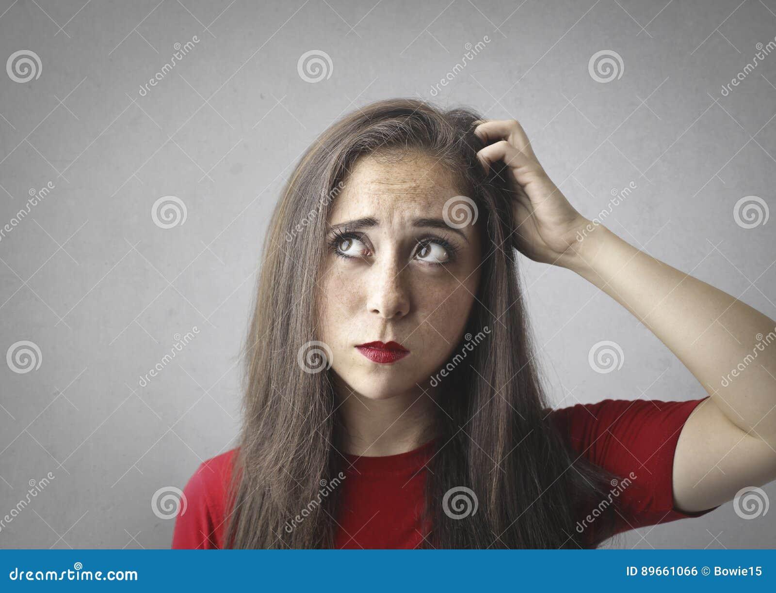 Портрет задумчиво женщины