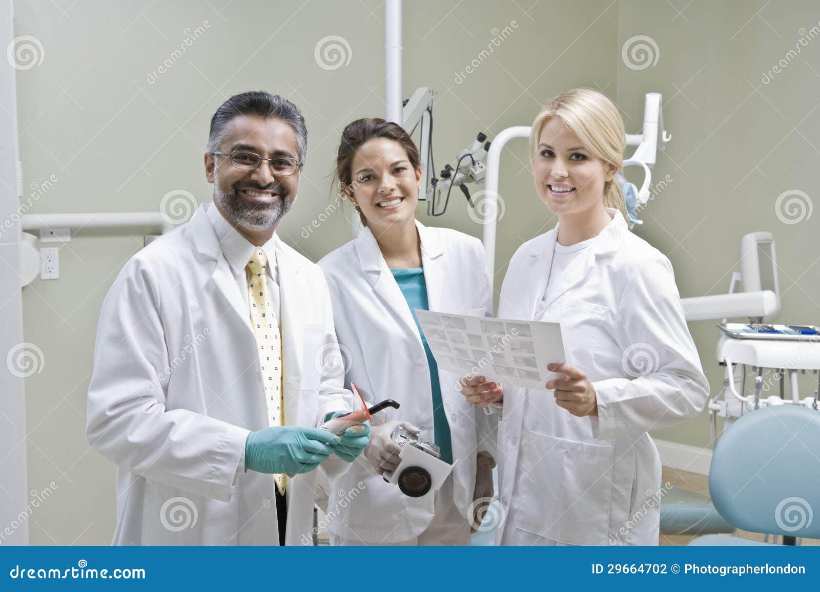 Портрет команды дантиста