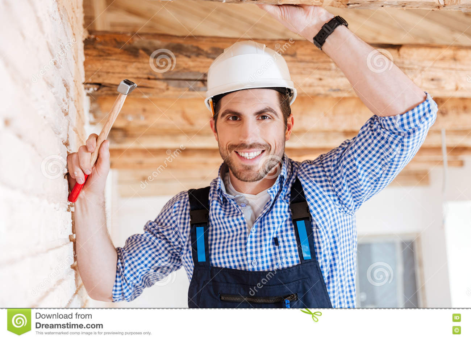 Download Портрет конца-вверх красивого разнорабочего Стоковое Изображение - изображение насчитывающей потолок, работа: 72295583
