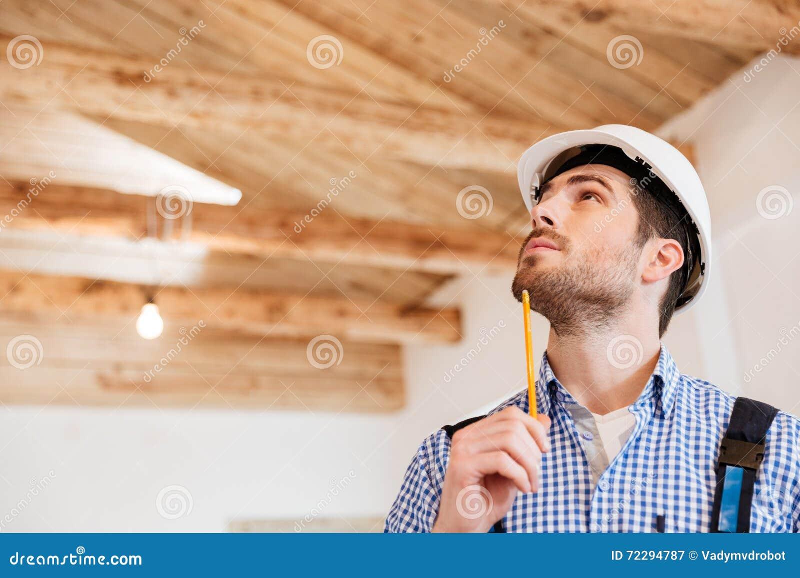 Download Портрет конца-вверх построителя рассматривая его место службы Стоковое Изображение - изображение насчитывающей промышленно, работник: 72294787