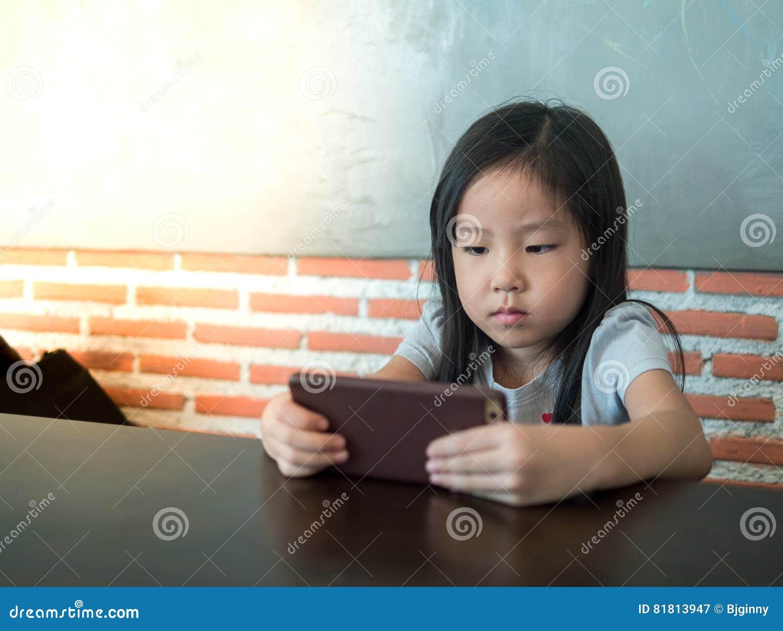 Портрет маленькой девочки Азии милой