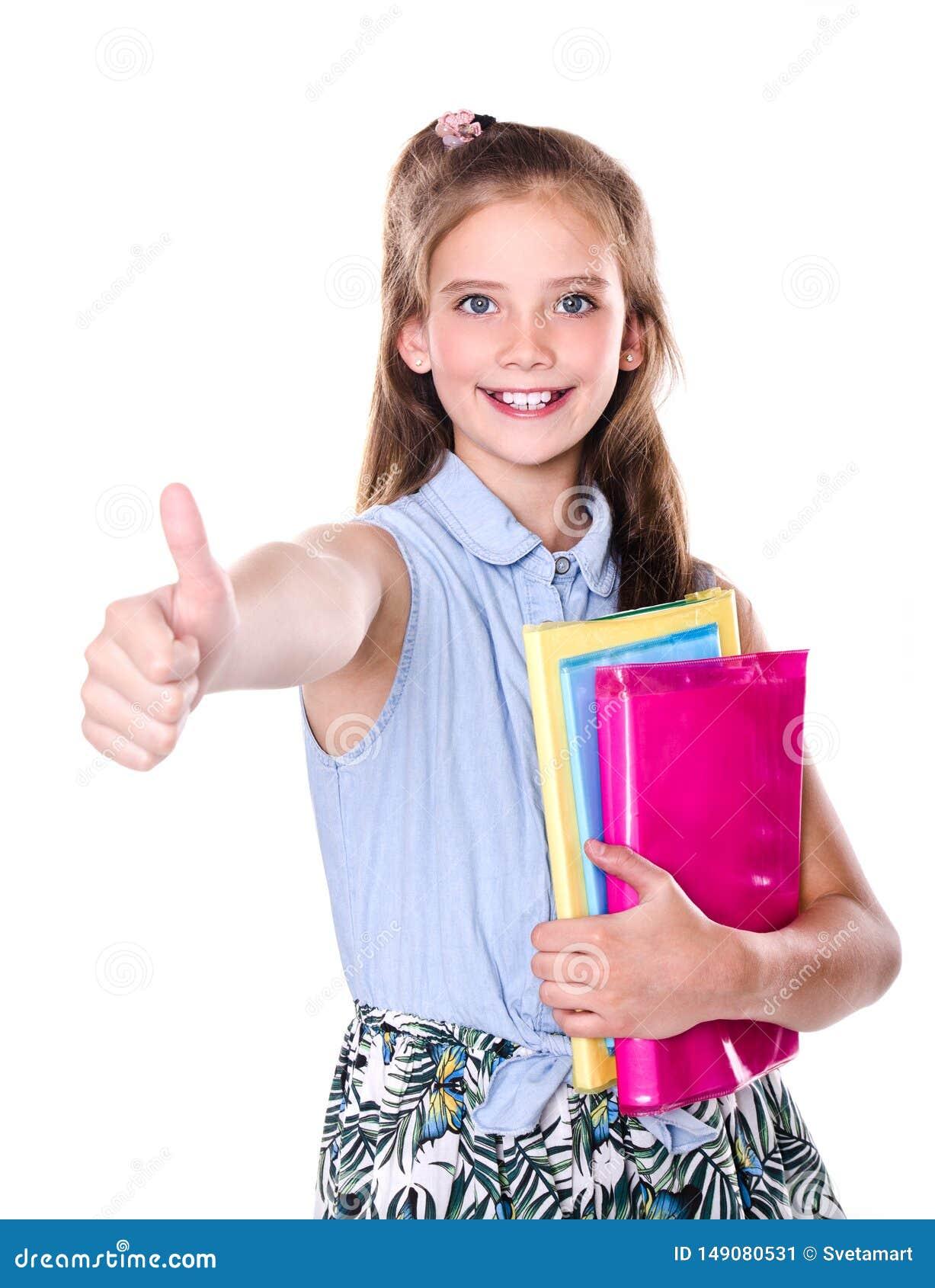 Портрет милый усмехаться счастливый меньший подросток ребенка девушки школы с пальцем вверх и книгами