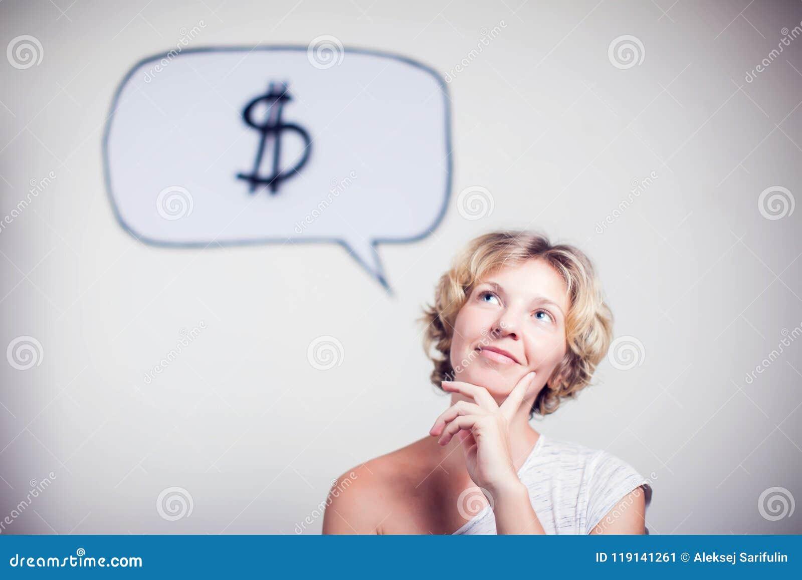 Портрет молодой женщины с знаком доллара пузыря речи