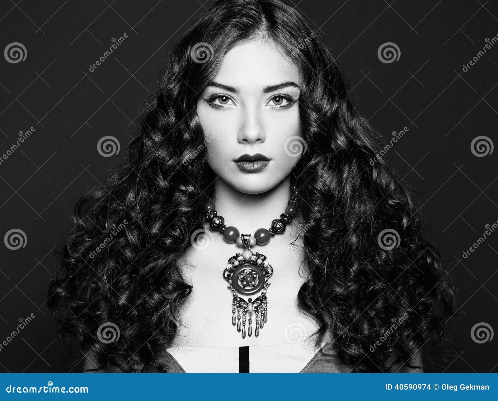 Портрет молодой красивейшей девушки