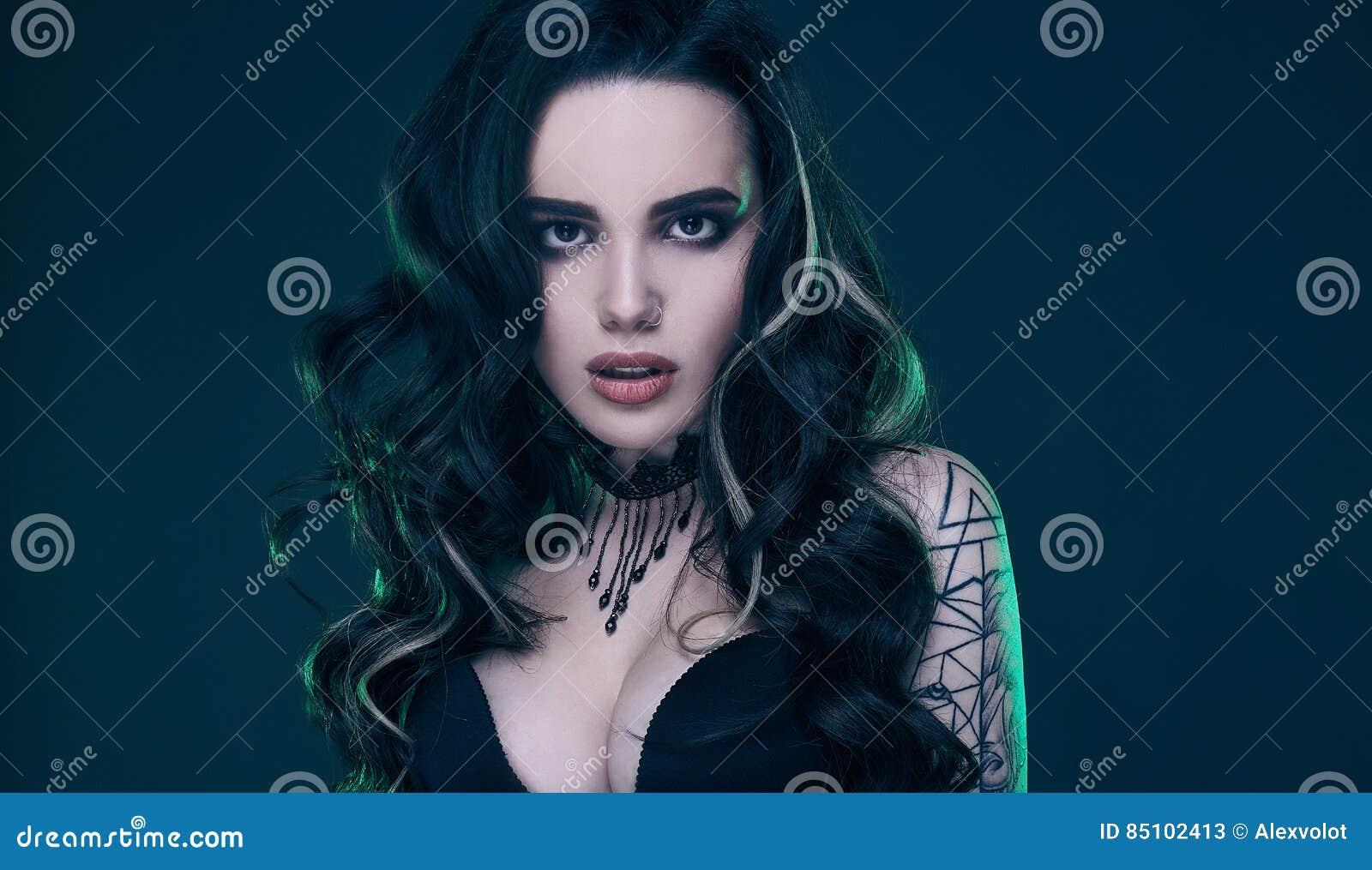 Сексуальная готическая девушка