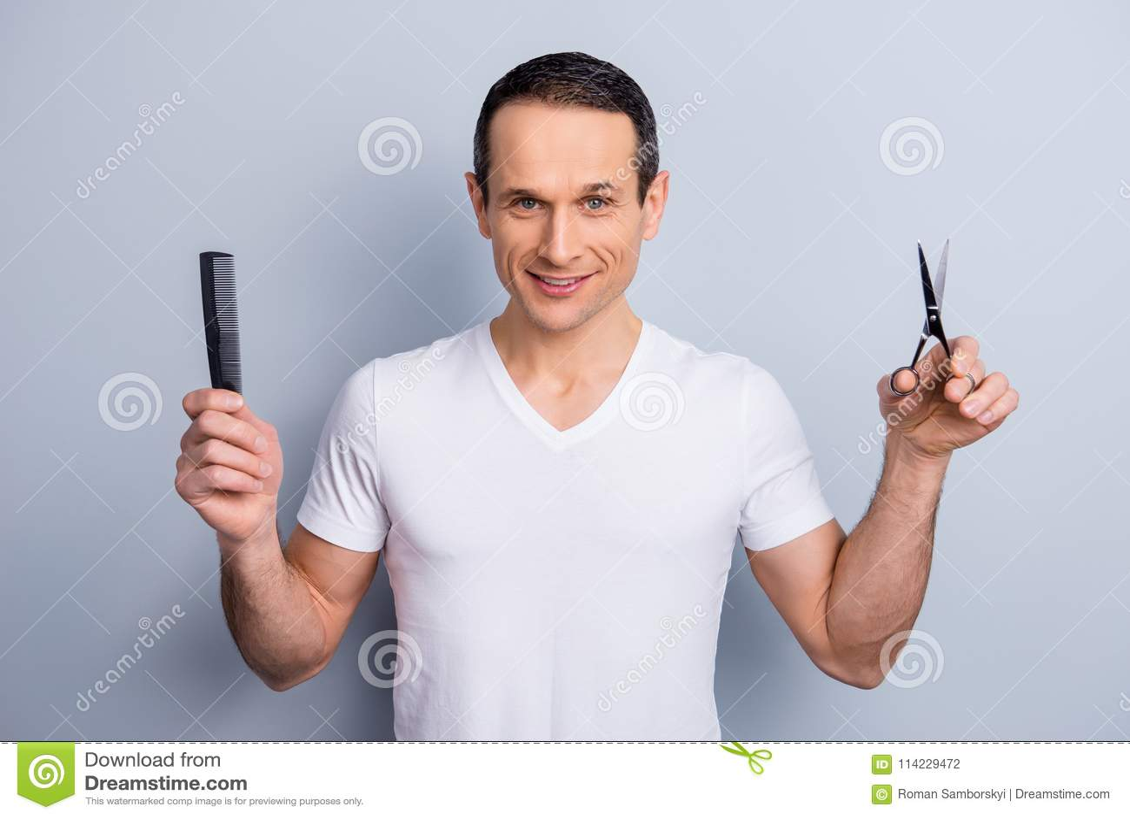 Портрет опытного, аккуратный, специалист волос брюнет, havin стилизатора
