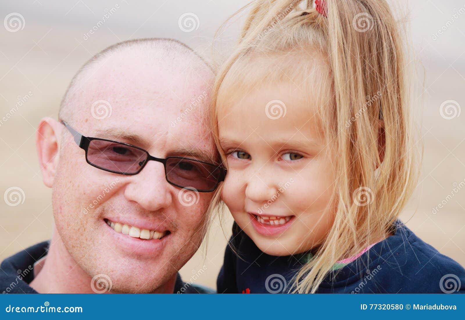 Портрет отца и дочи