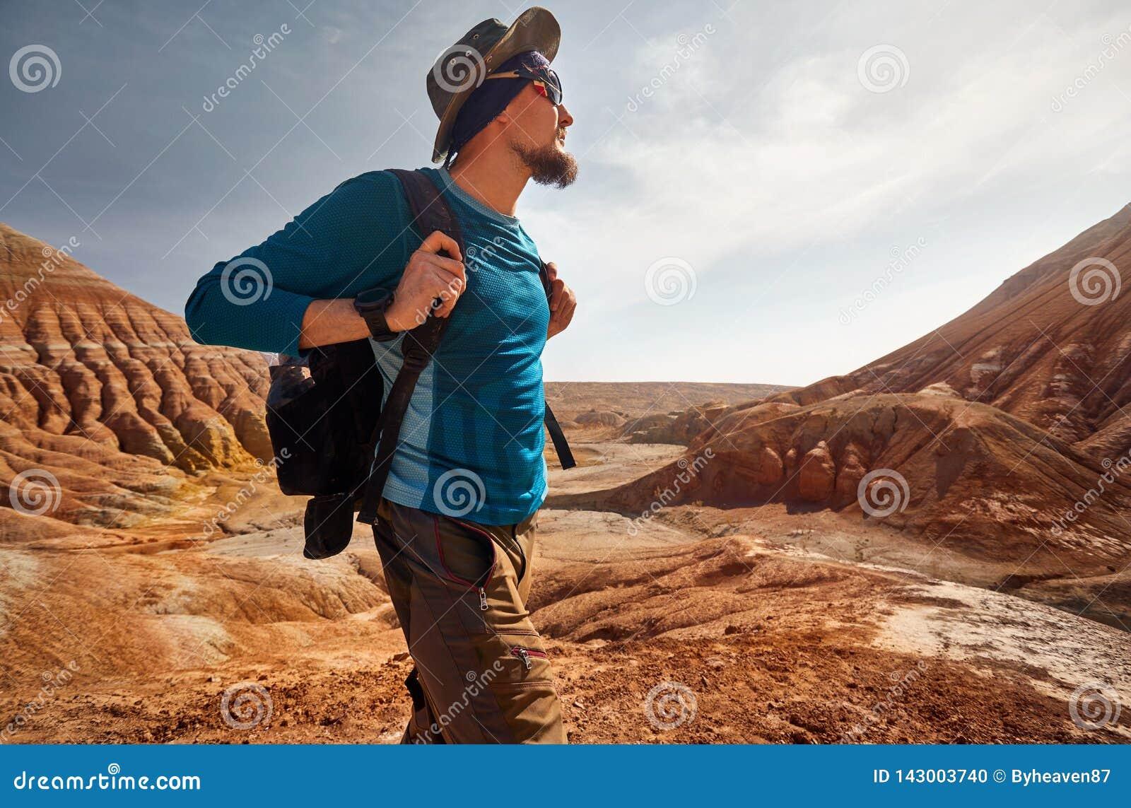 Портрет путешественника в пустыне
