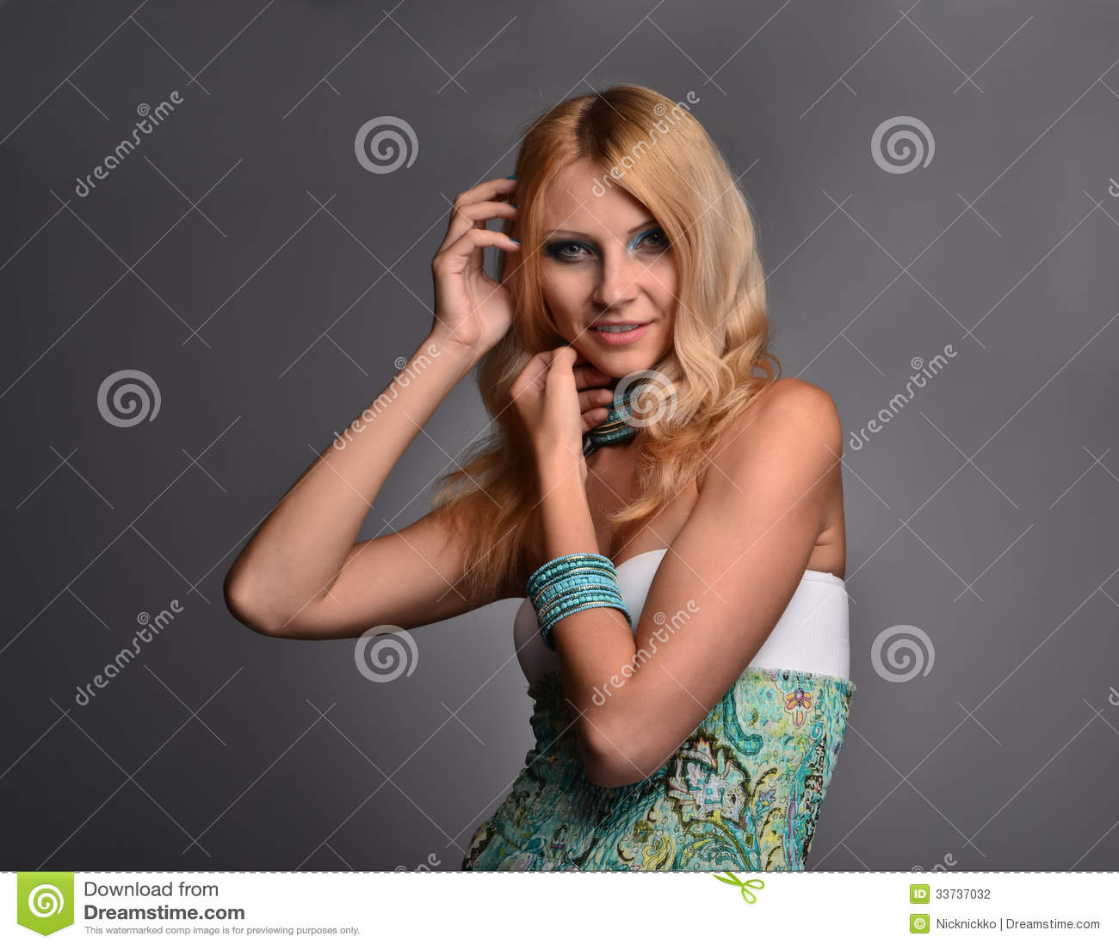 Портрет студии девушки