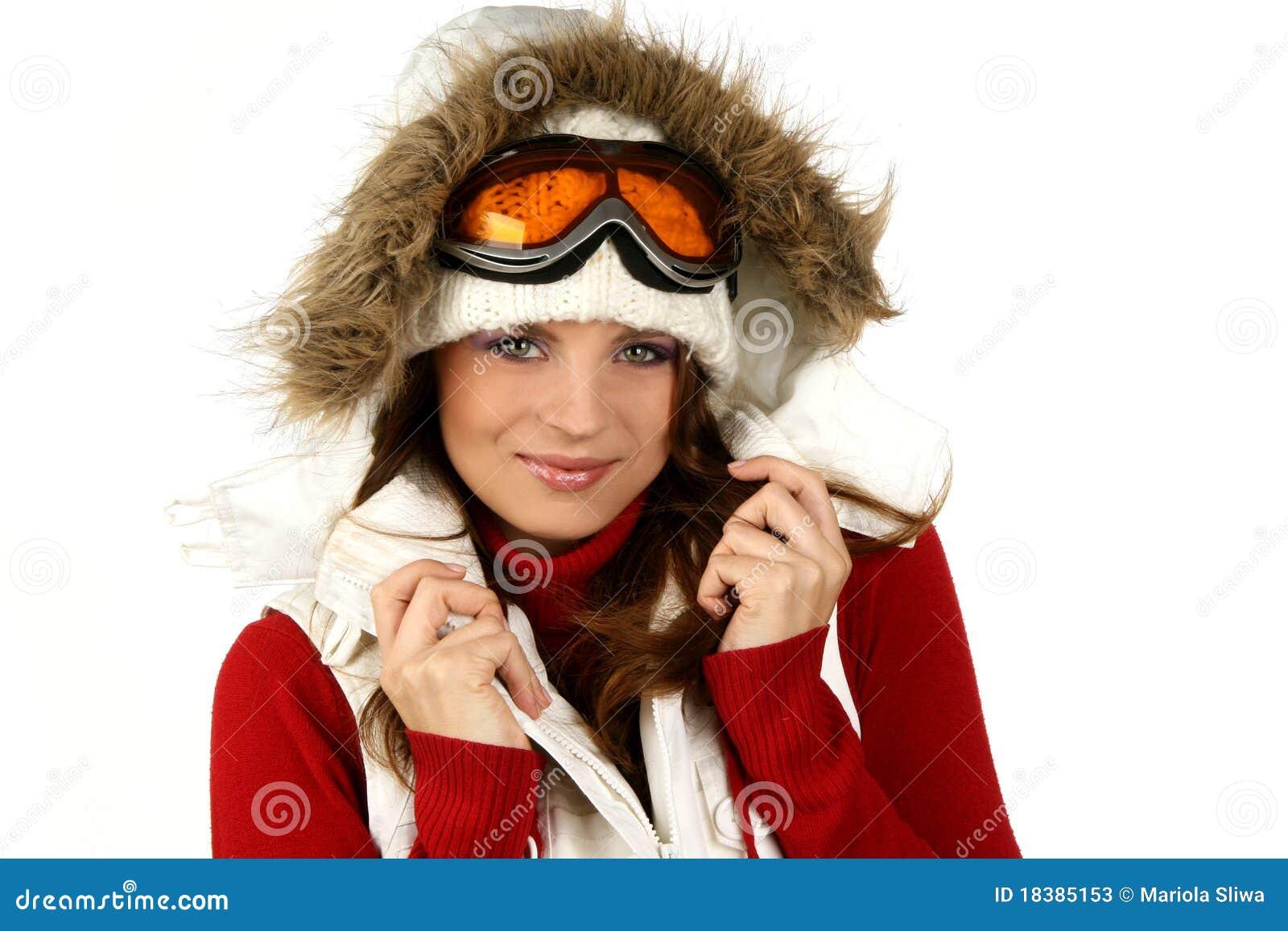 Портрет счастливого сноубординга маленькой девочки