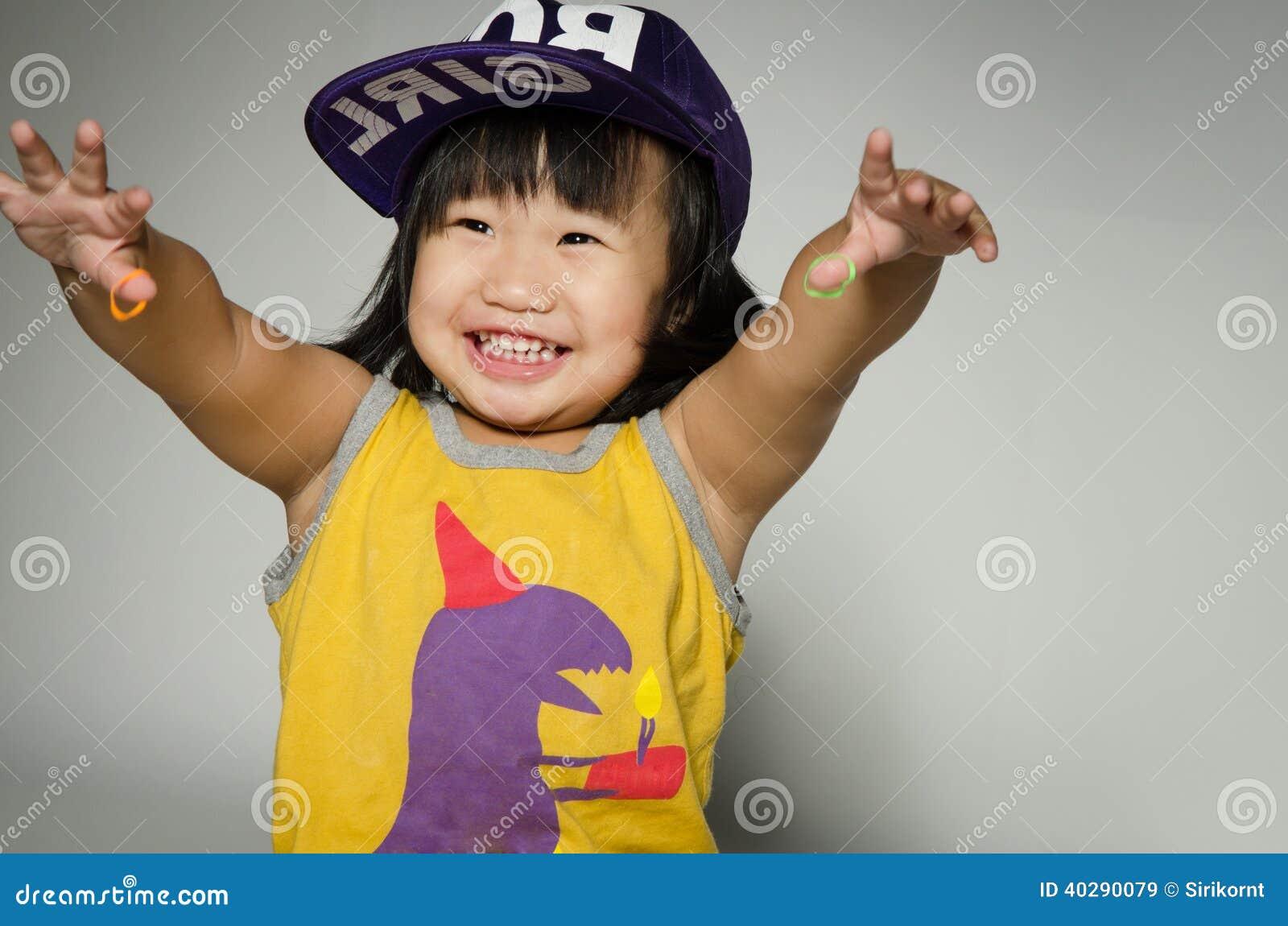 Портрет счастливой азиатской милой девушки