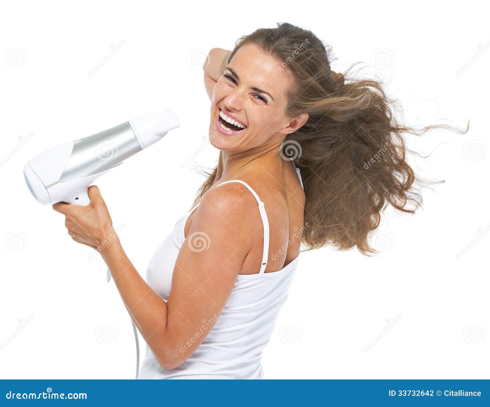 Портрет счастливой молодой женщины высушивать