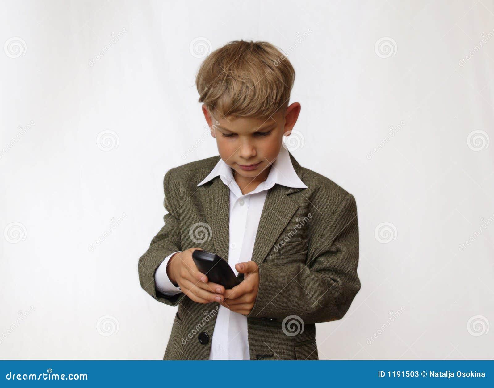 портрет телефона мальчика