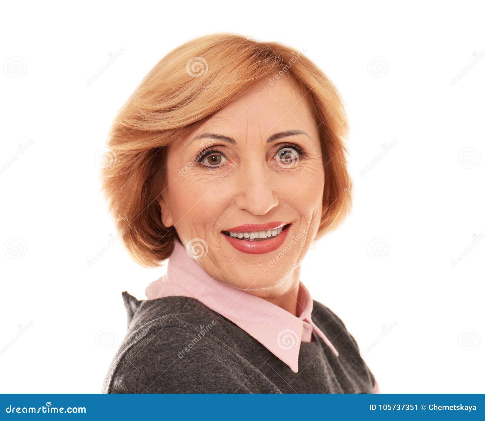Портрет успешной старшей изолированной женщины