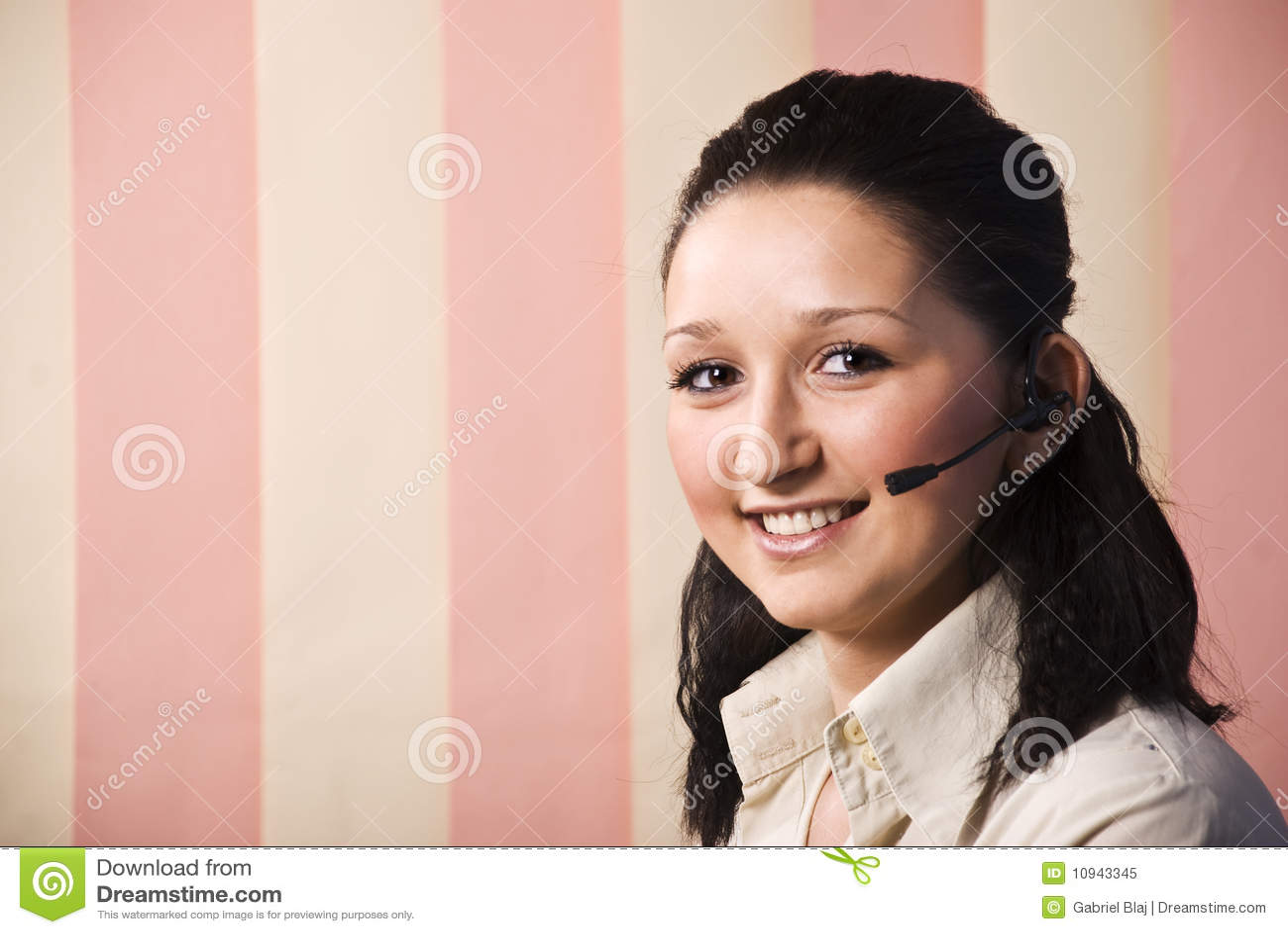 портрет центра телефонного обслуживания красотки