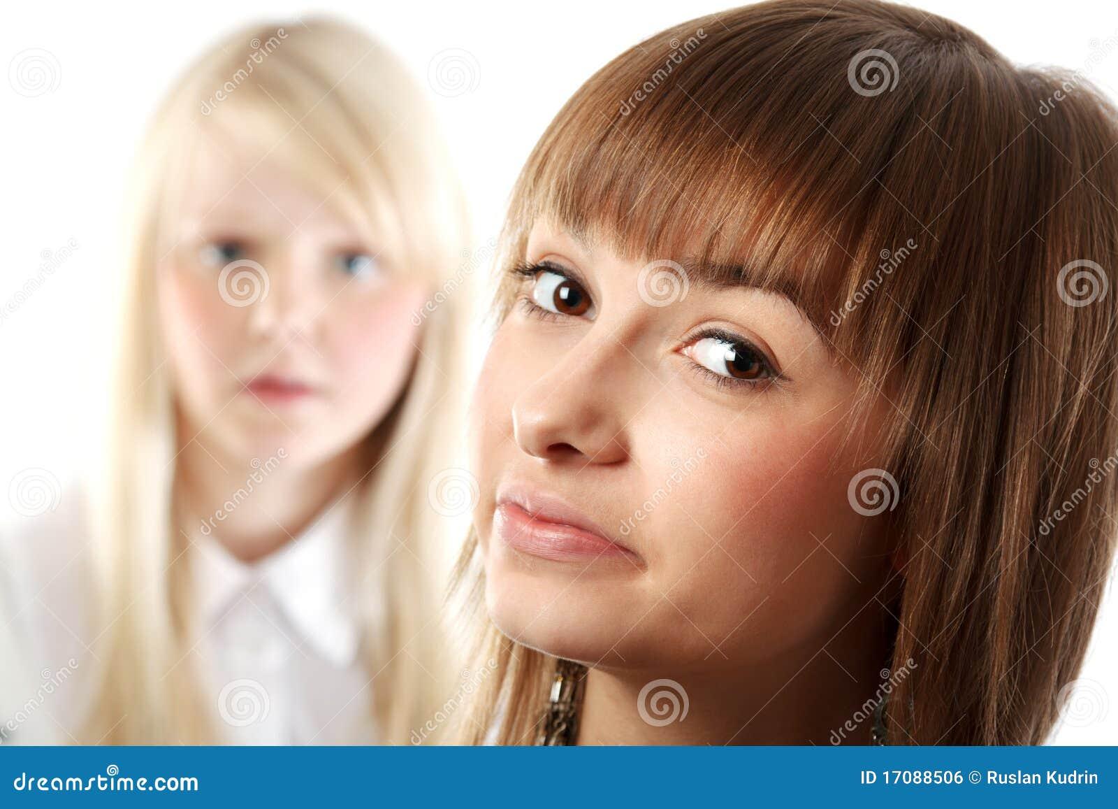 портрет 2 девушок