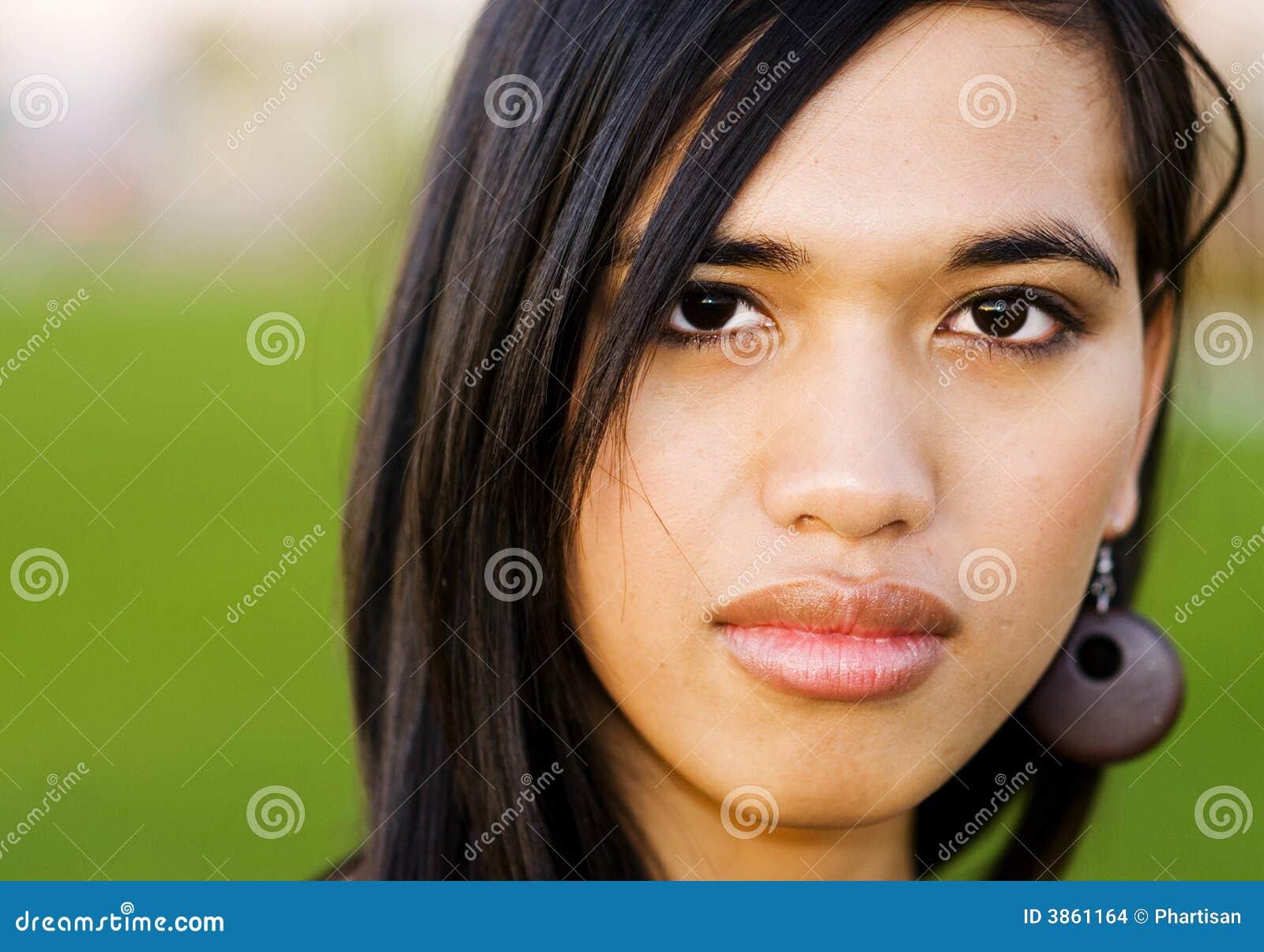 портрет youngwoman
