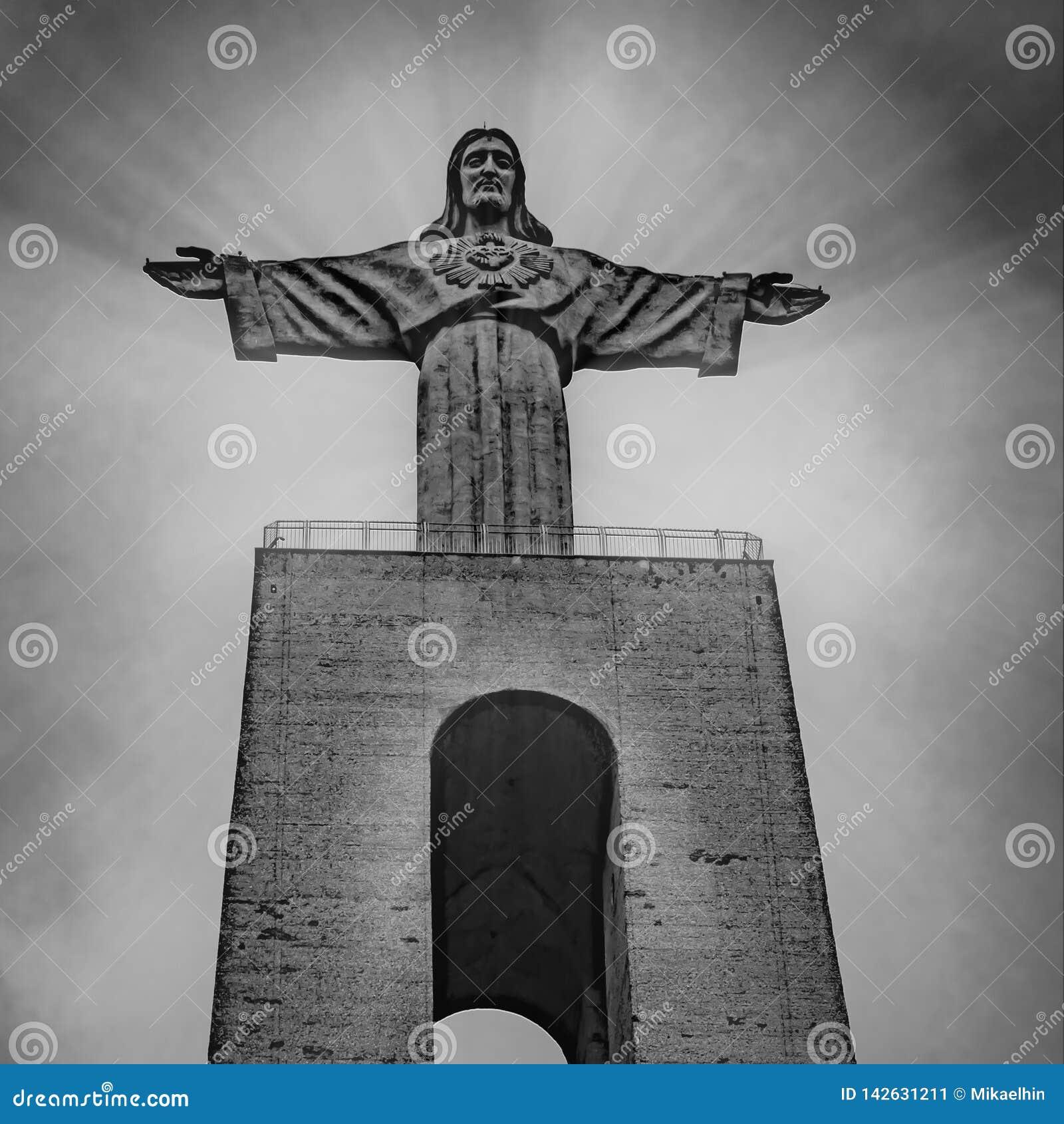 ПОРТУГАЛИЯ, ЛИССАБОН - 10-ОЕ МАРТА 2019: Статуя Христос, Cristo Rei