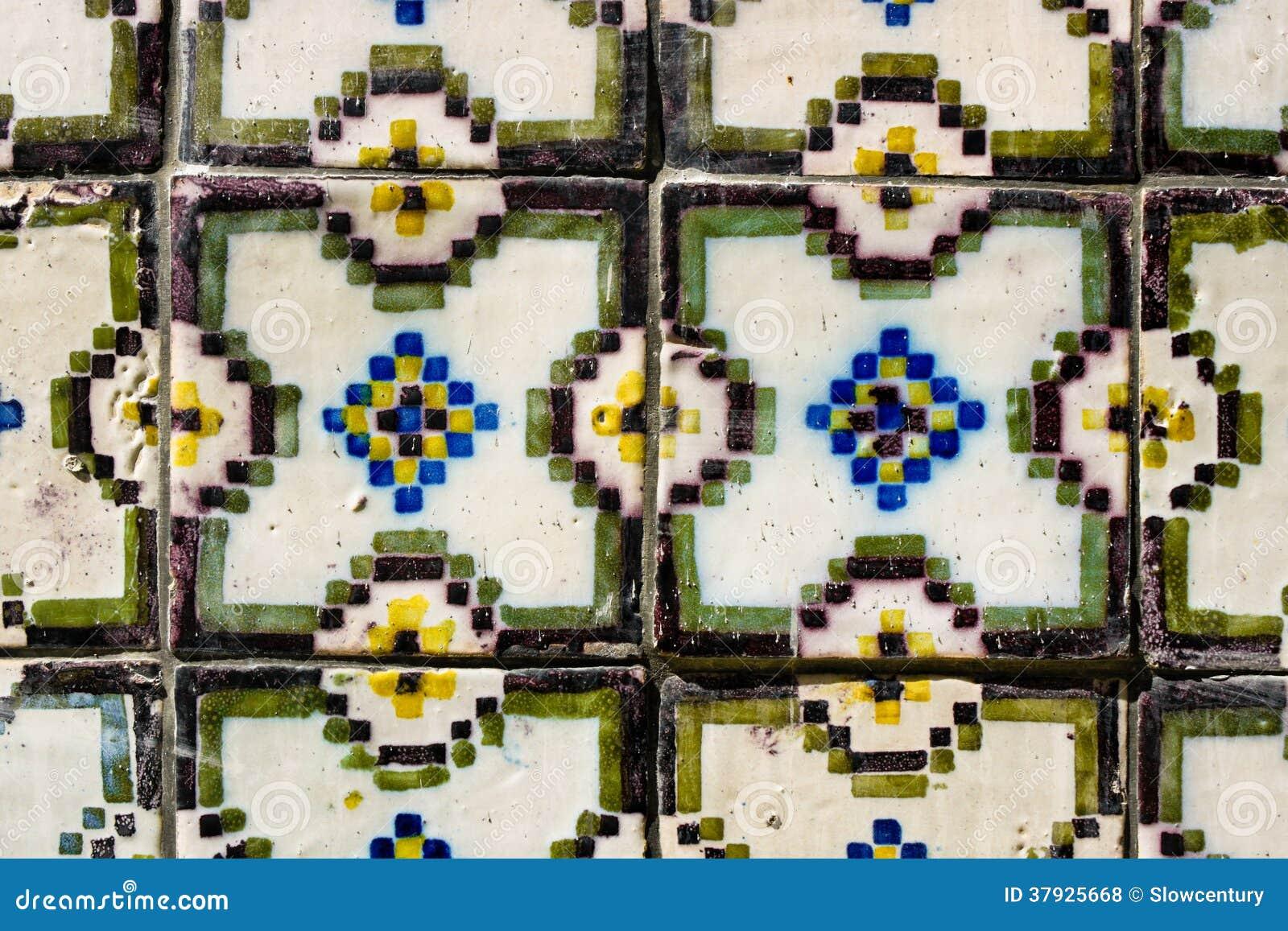 Португалка кроет azulejos черепицей