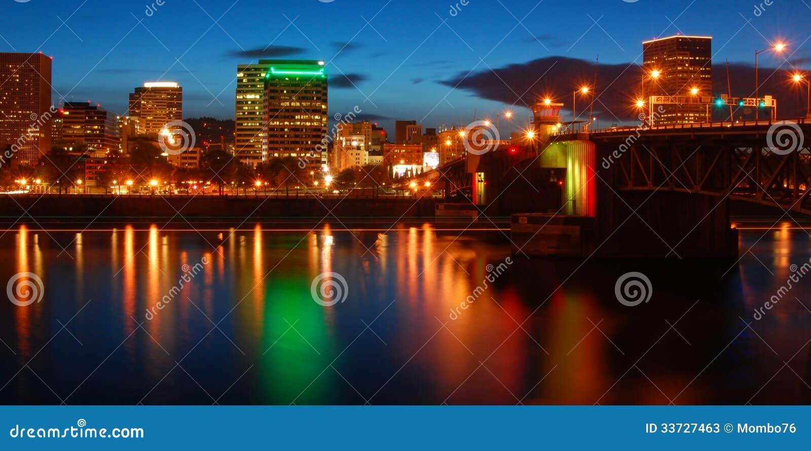 Портленд Орегон на ноче