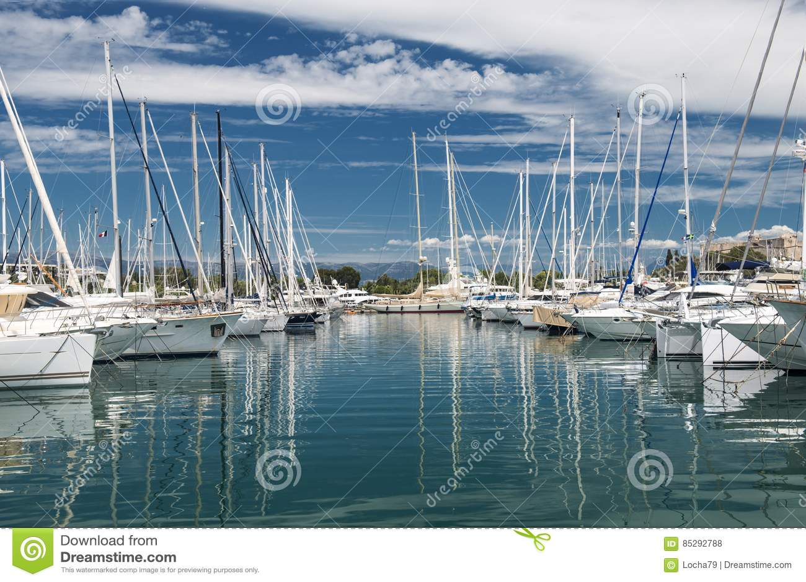 Порт и гавань в St Tropez
