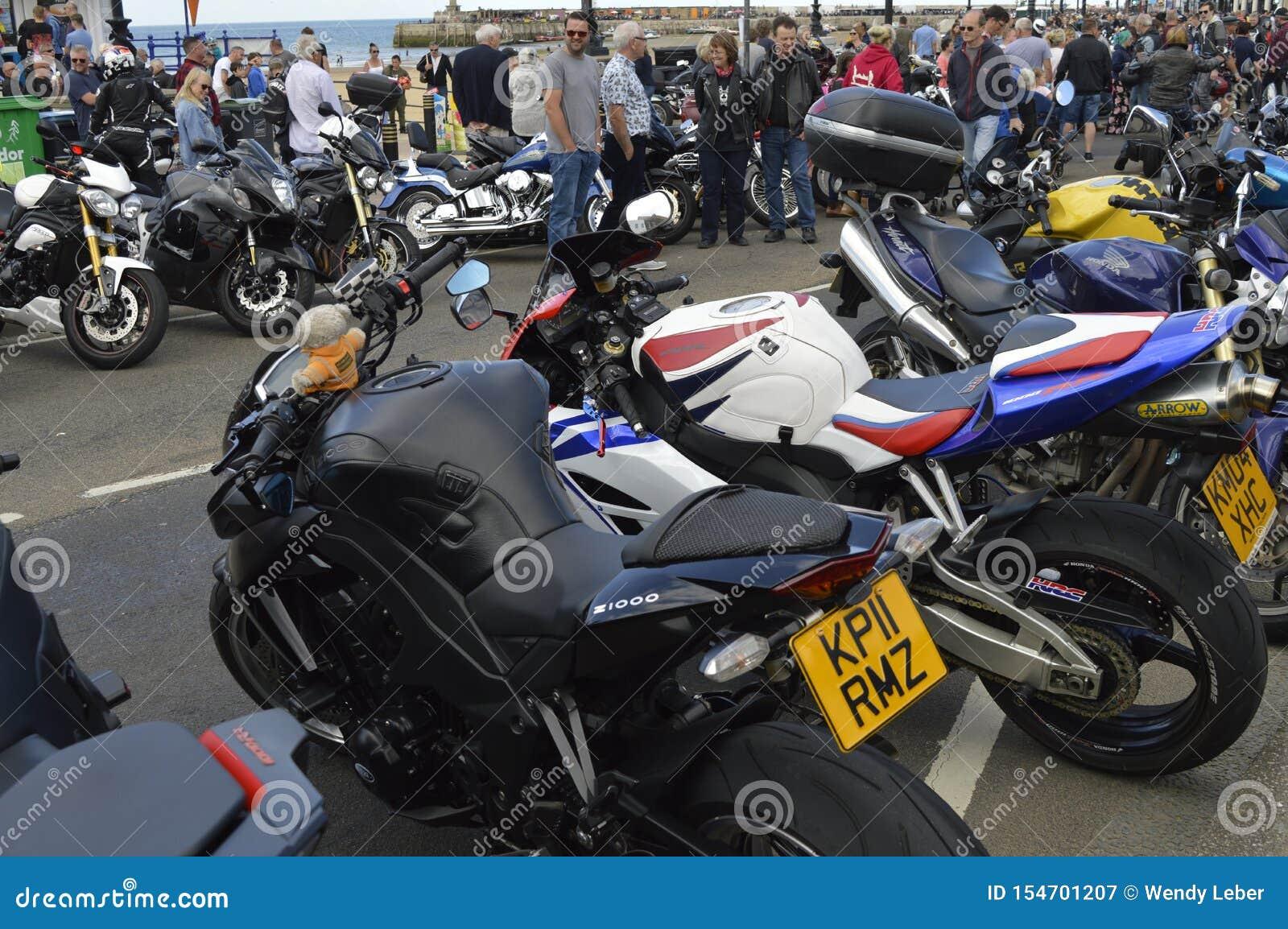 Посетители восхищают мотоциклы на езде велосипеда встряски Margate ежегодной