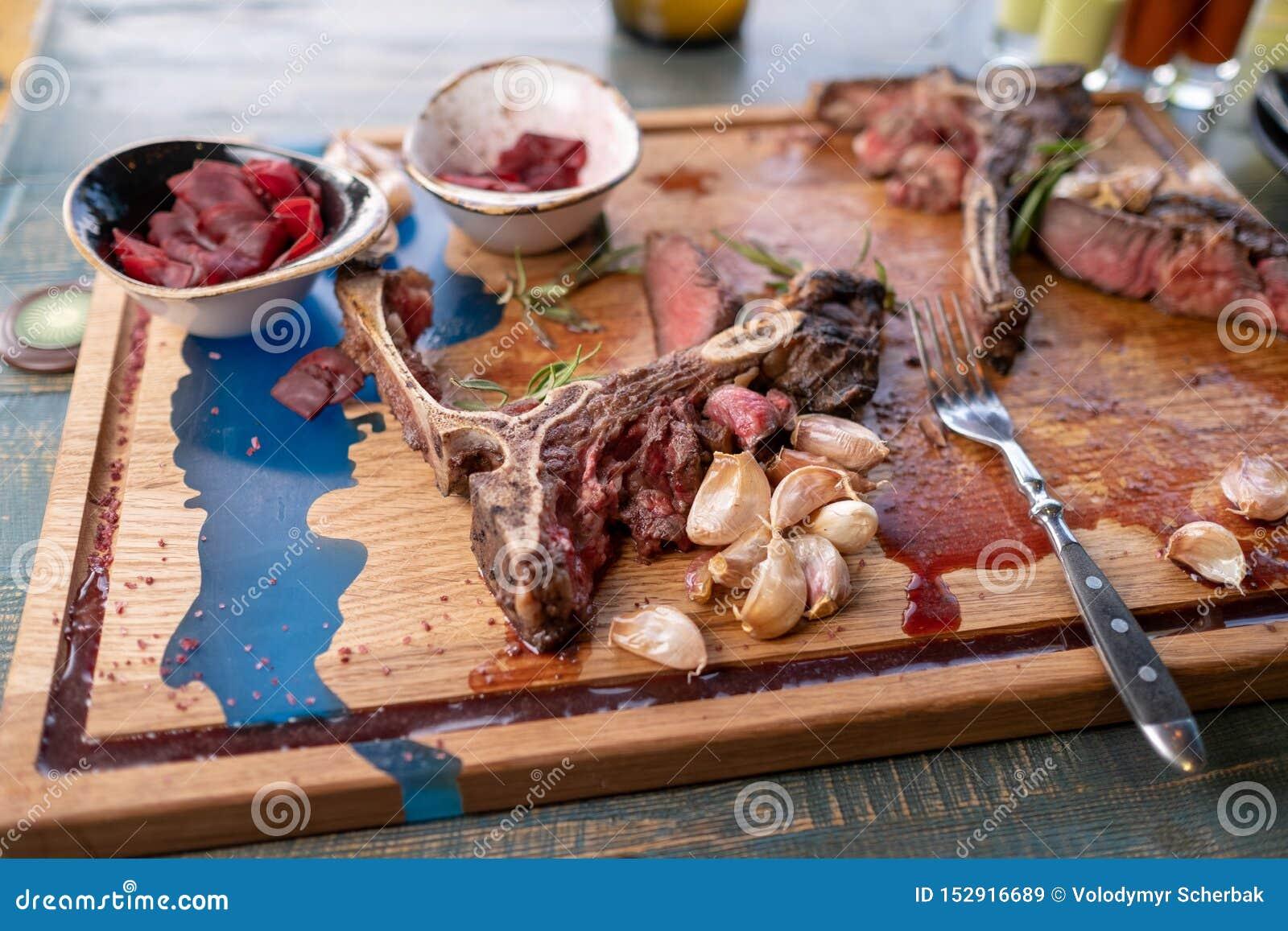 После еды, который нужно выйти над косточкой остаток мясо на косточке
