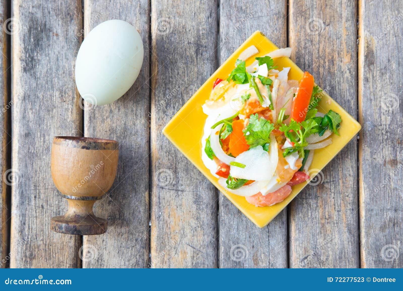 Download Посоленный салат яичка стоковое изображение. изображение насчитывающей кухня - 72277523