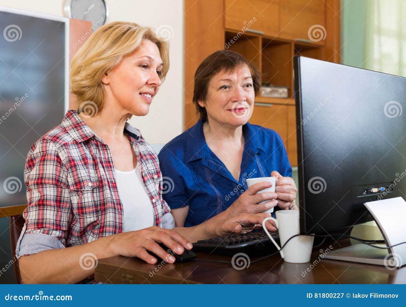 2 постаретых коллеги с ПК
