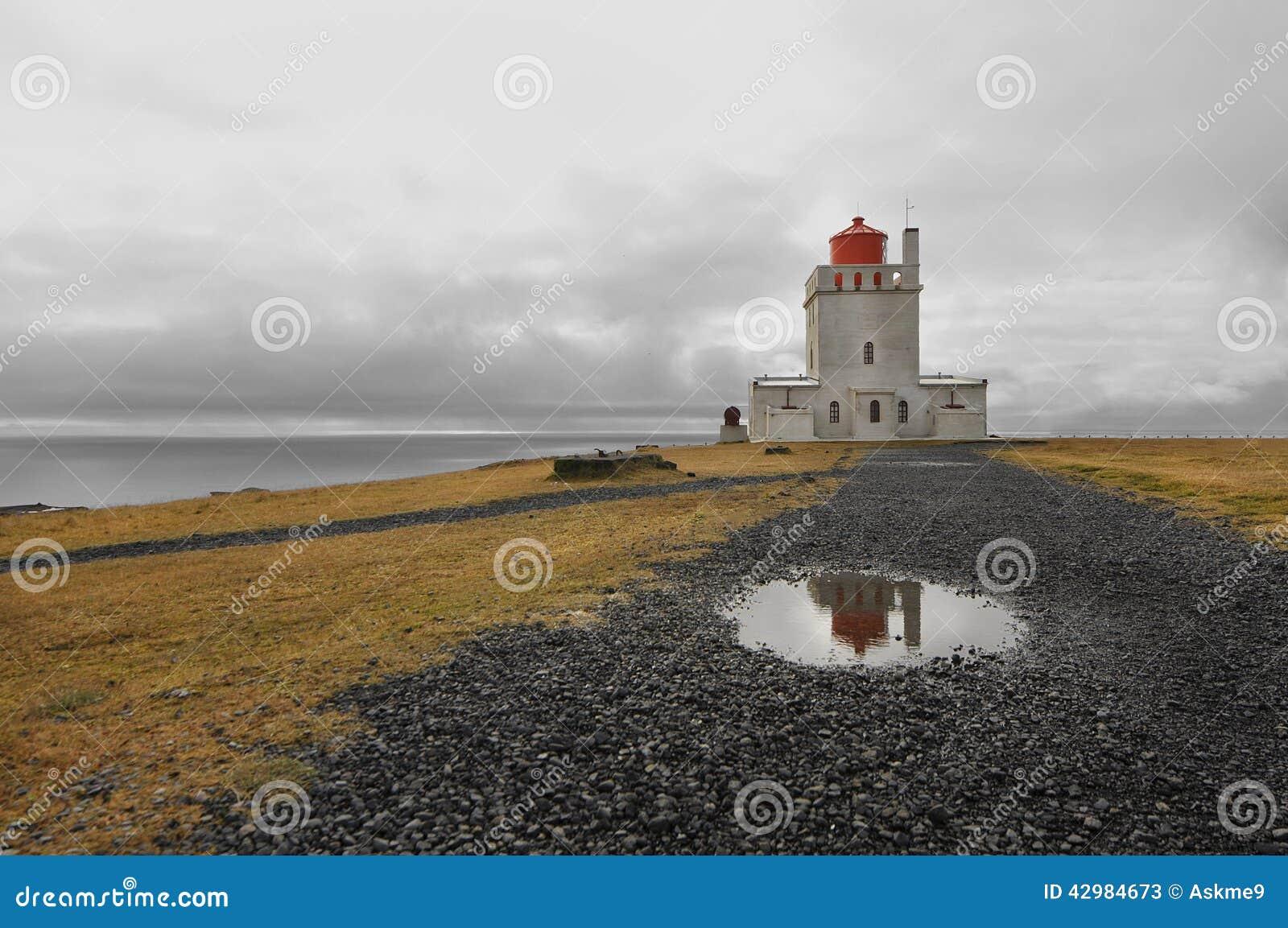 1927 построили маяк Исландии dyrholaey высокий около положения promontory пункта southernmost